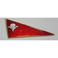 Знак угол малый ВДВ металл красный с парашютом на берет