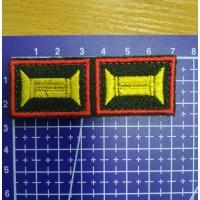 Знак принадлежности к офицерскому званию оливковый желтый с красным кантом на липучке