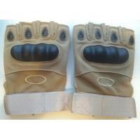 Перчатки из искусственной замши с пластиковыми вставками короткие пальцы бежевого цвета