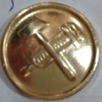 Пуговица большая металл золотая с молотками