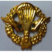 Эмблема петличная ВДВ с венком золото полиамид